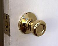 800pxgold_doorknob_crop